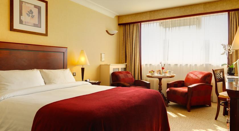 Clyde Court Hotel Dublin bedroom
