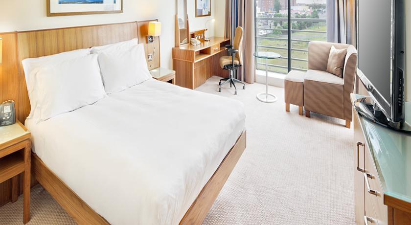 the Hilton Hotel Dublin Airport bedroom