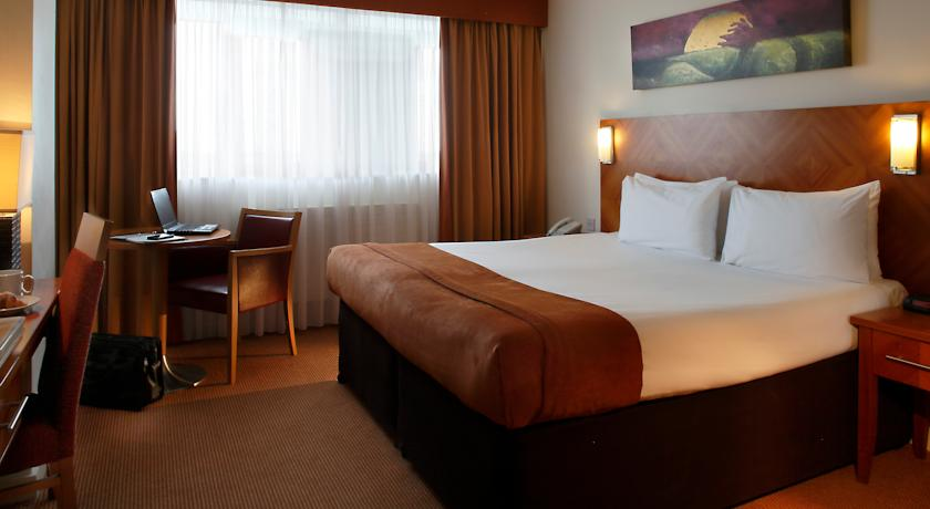 Metro Airport Hotel Dublin bedroom