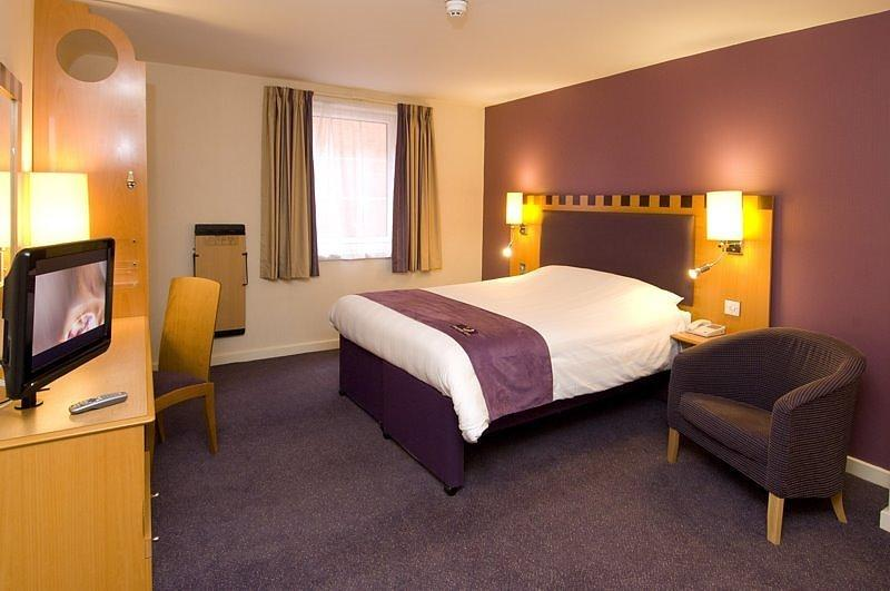 Premier Inn Dublin International Airport bedroom