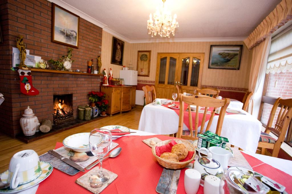 Evergreen Bed and Breakfast dining room