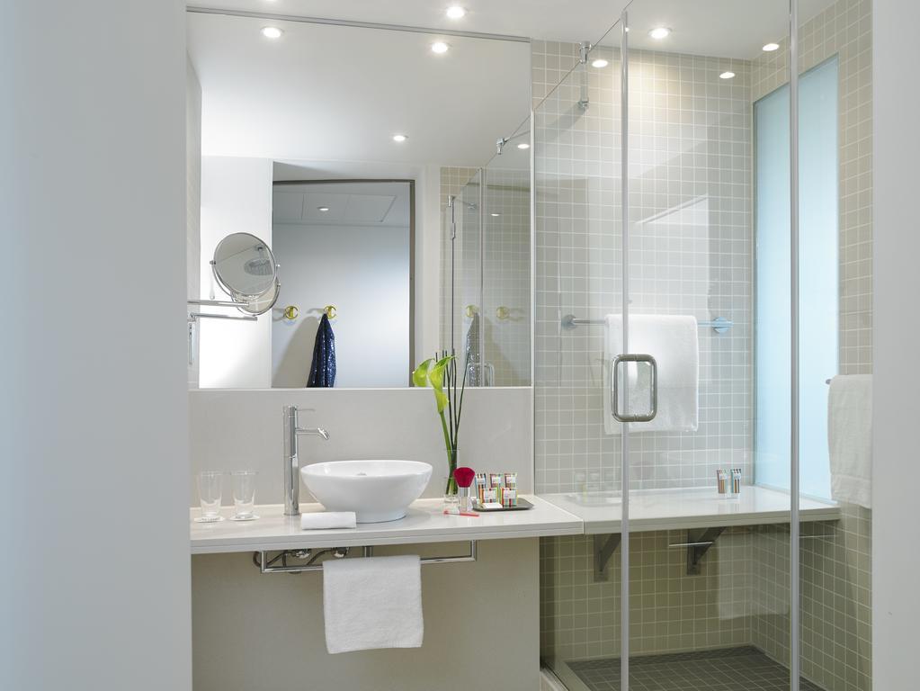 Gibson Hotel Dublin bathroom